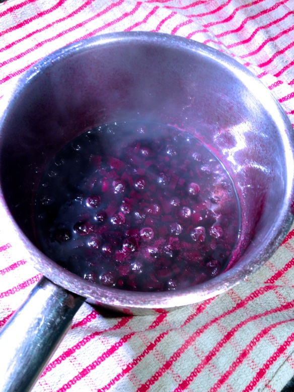 How to make the blackcurrant and cassis sauce